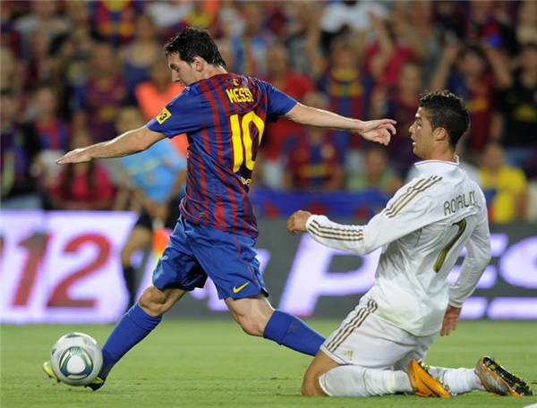 Nhưng nói về kỹ thuật rê dắt và xử lý bóng ở phạm vi hẹp thì Messi là người xuất sắc hơn.