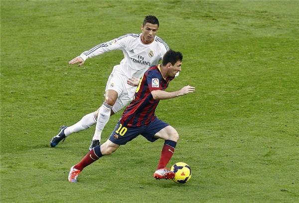 Tổng cộng Ronaldo và Messi đã đối đầu nhau trong 31 trận đấu của tất cả mọi đấu trường và màu áo.