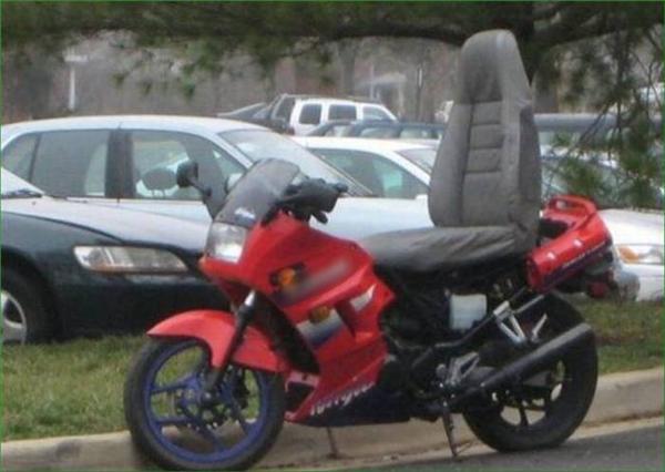 Mê xe mô-tô nhưng ngồi nhiều ê mông nên cuối cùng phải bấm bụng sắm thêm cái ghế.