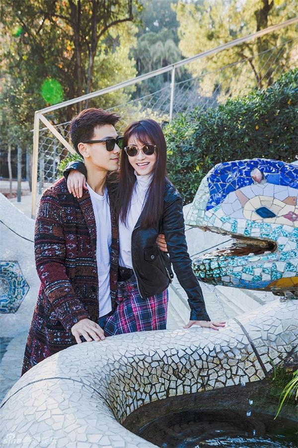 Sau đám cưới tại Tây Ban Nha hồi tháng 12 vừa qua, hai vợ chồng Trần Tử Hàm - Đới Hướng Vũ chia sẻ ảnh trăng mật cực ngọt ngào.