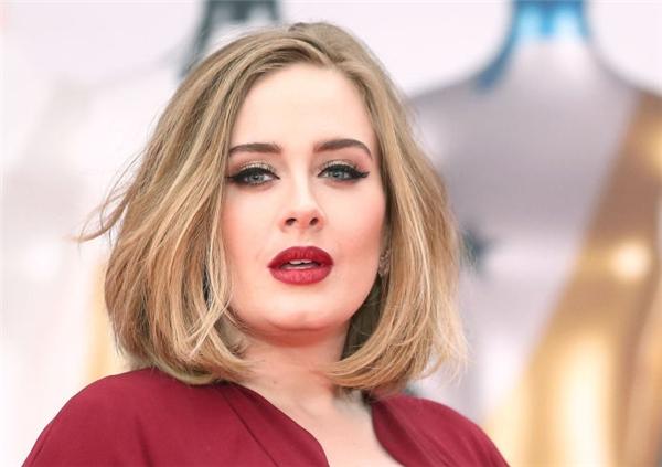 Đôi mắt của Adele...