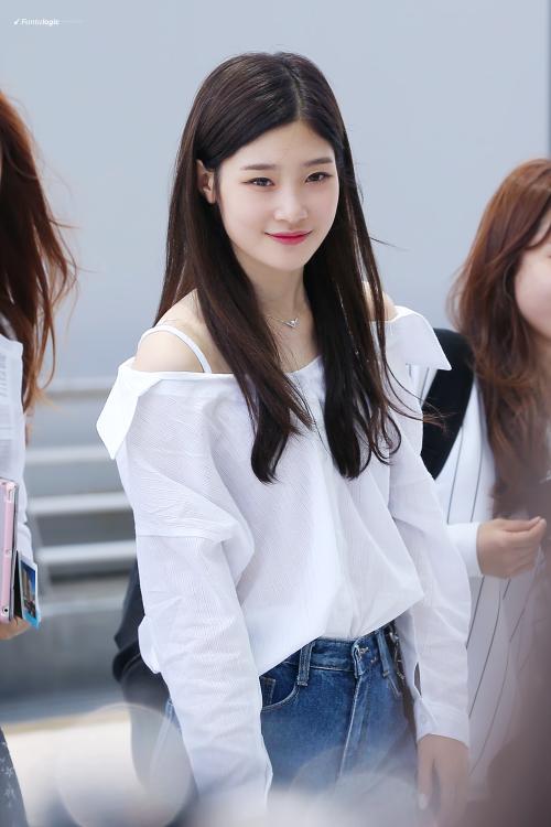 Nữ thần thế hệ mới Jung Chaeyeon lộ dấu vết đi hút mỡ ở đùi?