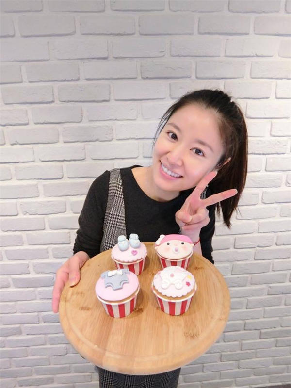 Lâm Tâm Như cũng tiết lộ rằng cô đang suy nghĩ về việc tự tay làm bánh cho tiệc baby shower sau này của con đầu lòng.