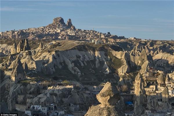 Mặc dù, các nhà khoa học chỉ mới khám phá một nửa Derinkuyu nhưng chính sự bí ẩn đặc biệt này chính là điểm thu hút khách du lịch đến với Thổ Nhĩ Kỳ, biến Cappadocia trở thành địa điểm nổi tiếng thế giới.