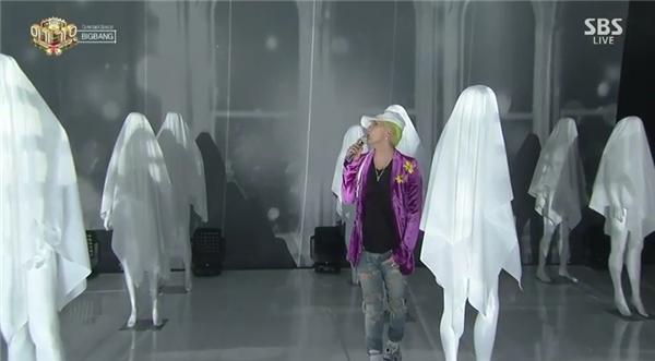 Big Bang chính thức comeback sân khấu với tóc cầu vồng mới