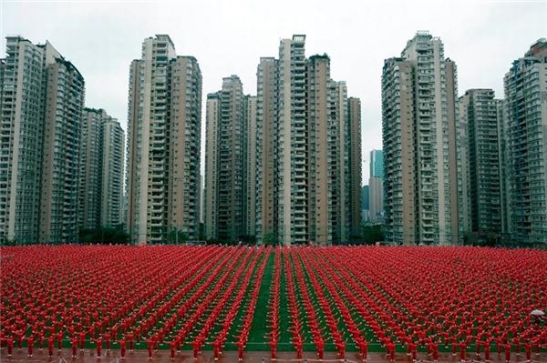 Vào tháng 11, hàng nghìn người dân ở Trùng Khánh (Trung Quốc) đã nhảy tập thể để cùng nhau xác lập kỉ lục thế giới mới về màn đồng diễn có nhiều người tham gia nhất. Con số chính xác là 50.085 vũ công tại 13 thành phố đã tham gia tạo nên một buổi trình diễn vô cùng ấn tượng.
