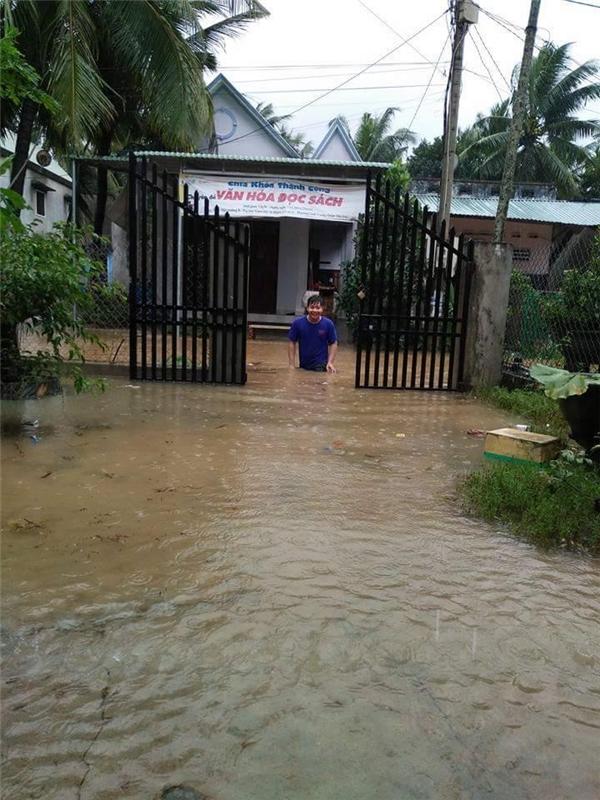 Những ngôi nhà chìm trong biển nước.(Ảnh: FB)