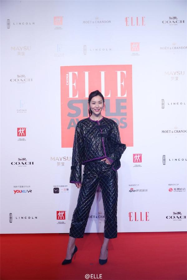 Nữ siêu mẫu Liu Wen (Lưu Vân).