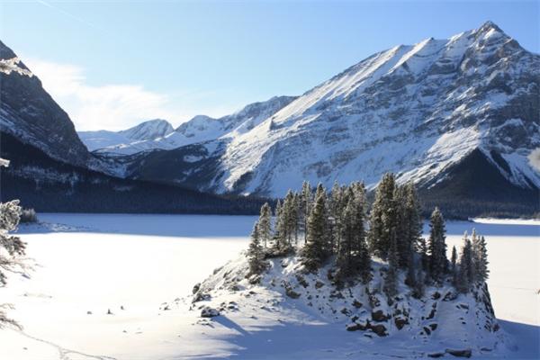 Dãy núiAlberta được bao phủ bới tuyết trắng.