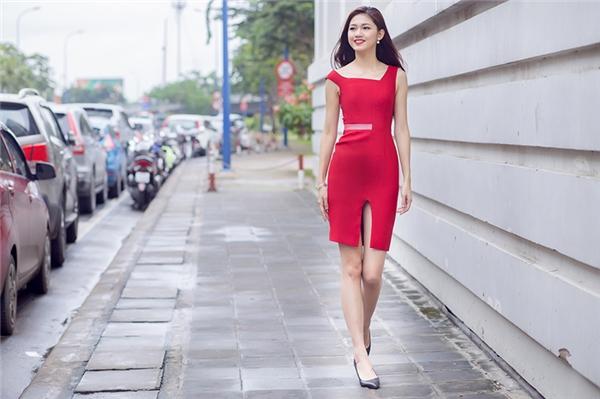 Á hậu Thanh Tú gợi ý mặc đẹp mùa lễ hội cuối năm