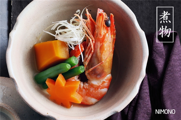 Mùa hè (mùa lá phong xanh tươi): Tươi mát, ngọt tự nhiên là từ được dùng để miêu tả sushi mùa hè của người Nhật với các tên gọi Awabi (bào ngư), Uzuki (cá vược), Anago (cá chình) và Aji (cá ngừ).