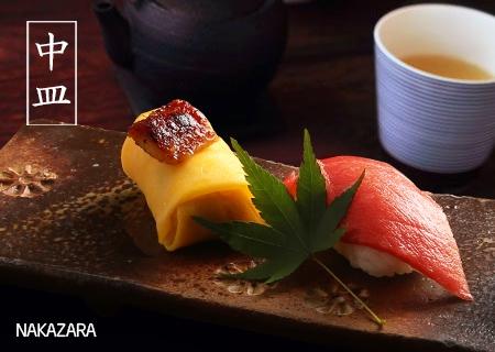 Mùa thu (mùa lá phong đỏ rực): Vào thời gian này, cá trở thành nguyên liệu chính cho sushi. Đây cũng là các loại sushi quen thuộc nhất với người Việt như sushi cá trích ép trứng, sushi cá hồi, sushi cá thu.