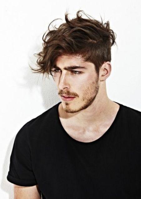 Kiểu tóc rối Messy Fringe phù hợp với nhiều khuôn mặt và rất tự nhiên.