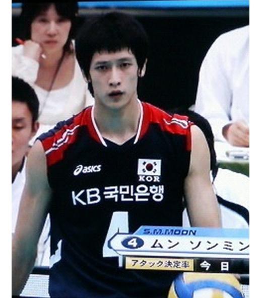 Moon Sung Minđược mệnh danh là mĩ nam bóng chuyền nổi tiếng nhất Hàn Quốc.