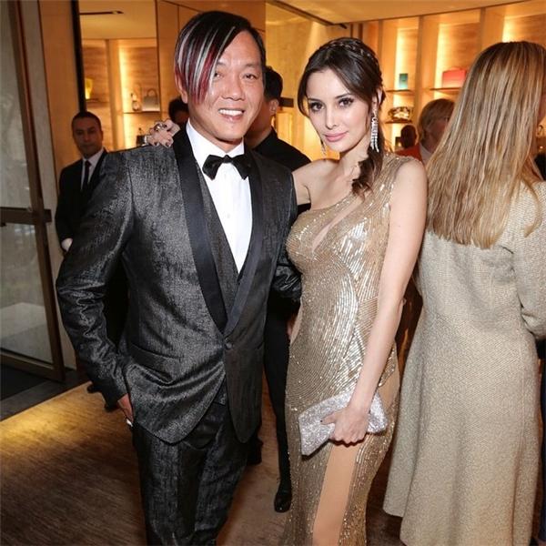 Ngỡ ngàng nhan sắc lệch pha của vợ chồng tỷ phú giàu nhất Macau