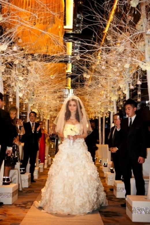 Hôn lễ của họ được tổ chức rất hoành tráng, cùng sự góp mặt của nhiều quan khách quý...