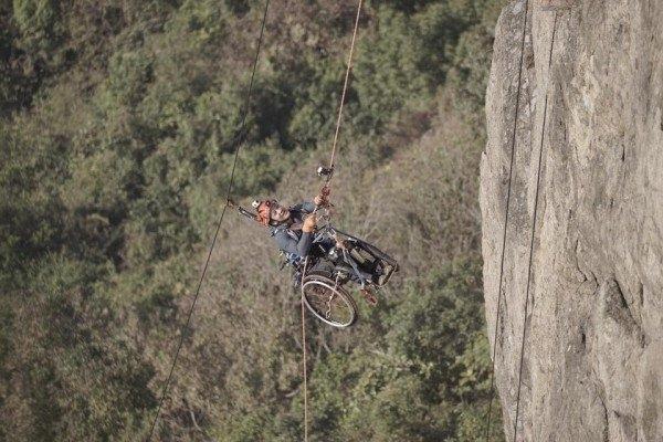 Vào ngày 9/12/2016, Lai Chi-wai đã thực hiện lời hứa của mình và trở thành người khuyết tật đầu tiên chinh phục đỉnh Lion Rock. (Ảnh: Facebook)