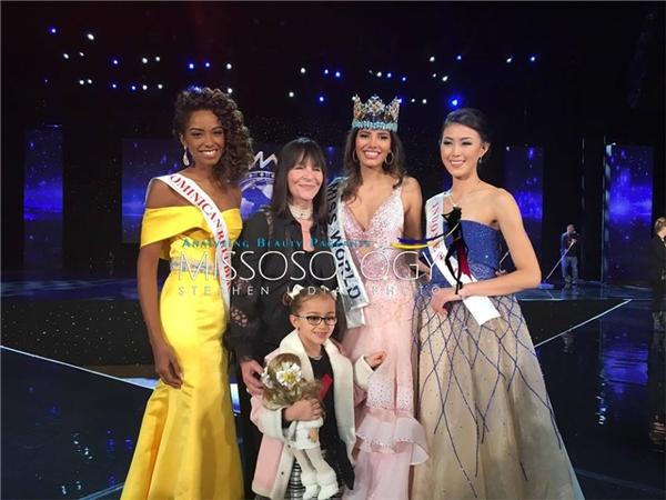 Top 3 chung cuộc và chủ tịch Hoa hậu Thế giới Julia Morley.