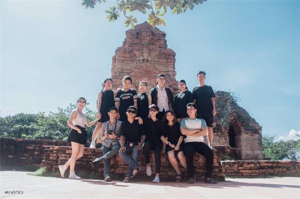 Được biết, bộ ảnh được thực hiện tại Phan Thiết với 28/35 thành viên của lớp.