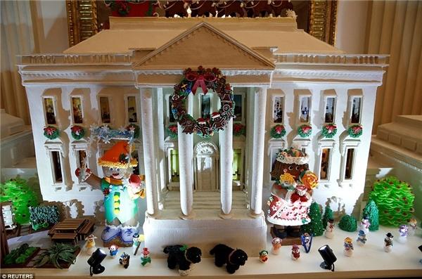 Năm nào Nhà Trắng của Mỹ cũng trưng bày những mô hình bằng bánh qui gừng hết sức hoành tráng, và đây là tác phẩm của năm nay. (Ảnh: Reuters)