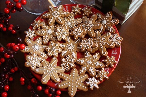 Đây mới là hình dáng truyền thống của bánh qui gừng mừng giáng sinh, quả thật đáng yêu đến không nỡ ăn. (Ảnh: Internet)