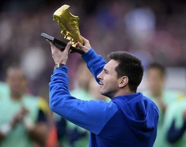 Messi được tổ chức kỷ lục thế giới Guinness ghi nhận là cầu thủ ghi nhiều bàn thắng nhất trong một mùa giải với 91 bàn thắng.