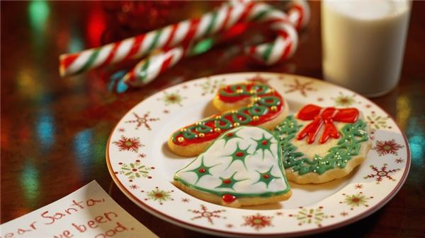 Bánh qui đáp lễ ông già Noel có thể làm đơn giản, hoặc trang trí thật cầu kì. (Ảnh: Internet)