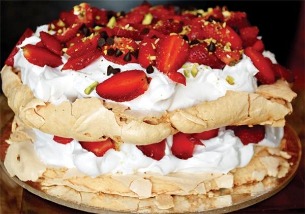 Bánh thường được trang trí bởi rất nhiều loại trái cây. (Ảnh: Internet)
