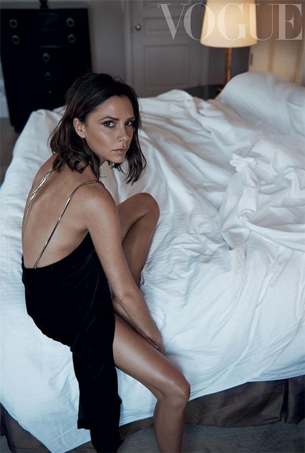 Chăm chỉ hoạt động trong tất cả các lĩnh vực từ thời trang cho đến kinh doanh, lại là người phụ nữ của gia đình giàu có, quyền lực nhất nhì showbiz nước Anh, Victoria Beckham vẫn luôn duy trì tốt sức nóng tên tuổi. Trong năm 2016, Vic đã có thêm 5,1 triệu người hâm mộ.