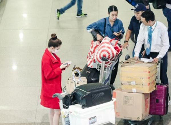 Ngay khi phát hiện sự việc, Ngọc Trinh và những người bạn của cô đã nhờ đến sự hỗ trợ của an ninh sân bay. - Tin sao Viet - Tin tuc sao Viet - Scandal sao Viet - Tin tuc cua Sao - Tin cua Sao
