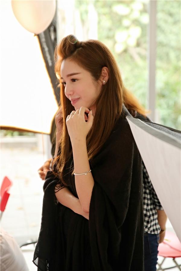 Tuykhông có thời gian để make up, nữ diễn viên xinh đẹp vẫn gây ấn tượng bởi nét đẹp tự nhiên, không cầu kì kiểu cách - Tin sao Viet - Tin tuc sao Viet - Scandal sao Viet - Tin tuc cua Sao - Tin cua Sao