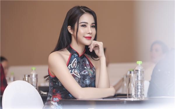 Có thể thấy, với lần tái xuất này, gương mặt Diệp Lâm Anh đã bớt sưng phồng, nữ diễn viên thậm chí còn nhận được lờikhen ngợi xinh đẹp hơn xưa. - Tin sao Viet - Tin tuc sao Viet - Scandal sao Viet - Tin tuc cua Sao - Tin cua Sao