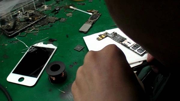 Thợ sửa tay nghề yếu có thể sẽ làm hư hỏng nặng thêm. (Ảnh: internet)