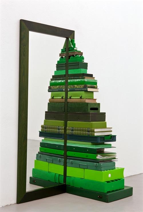 Khi hội mọt sách trang trí nhà đón Giáng sinh.