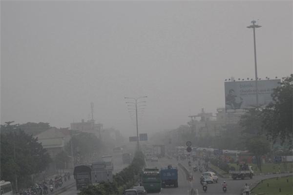 Sài Gòn bất ngờ bị bao phủ bởi sương mù dày đặc