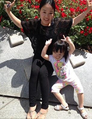 Giữa gia đình Nguyệt và bà Maxey giờ đây đã hình thành mối quan hệ thân thiết.