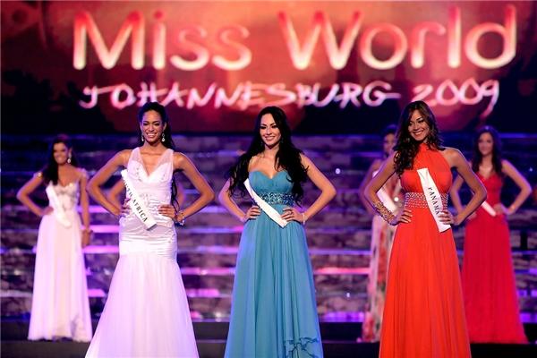 Á hậu 1 Miss World 2009 Perla Beltrán(váy xanh)