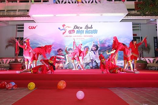 Tiết mục múa Dao của các bạn học sinh trường Phổ thông dân tộc nội trú Bát Xát (Lào Cai).