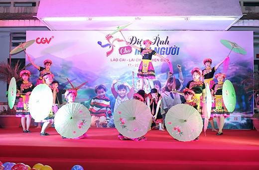 Tiết mục múa Mông đặc sắc của các bạn học sinh trường Phổ thông dân tộc nội trú Bát Xát (Lào Cai).