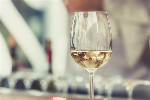 Uống nhiều rượu có thể dẫn đến ung thư da.(Ảnh minh họa - Nguồn: Internet)