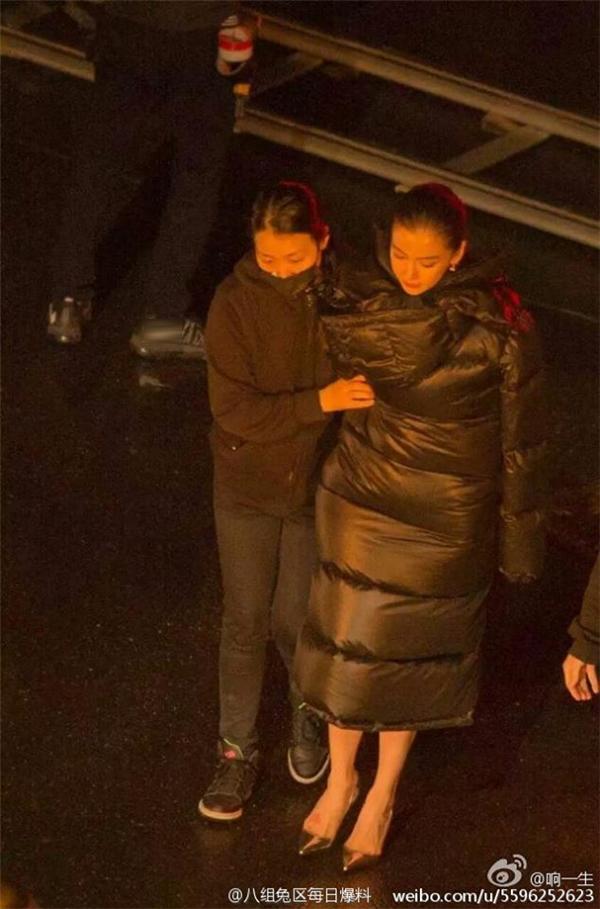 Xót xa khi biết Angelababy dù mang thai vẫn dầm tuyết đóng phim