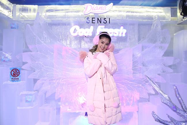 Elsa phiên bản nào cool nhất đây các bạn, Fung La high fashion, Ninh Dương Lan Ngọc năng động hay Hoàng Yến Chibi cu te?