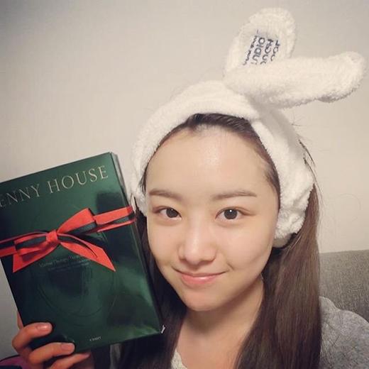 Không còn lời nào để nói. Jieun xinh đẹp, làn da hồng hào và biểu cảm đáng yêu.