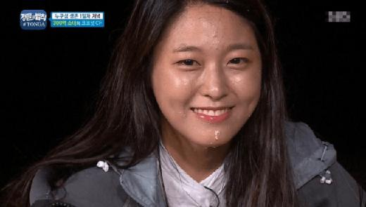 Tuy nhiên, với khuôn mặt mộc Seolhyun bỗng dưng...già đi trông thấy.