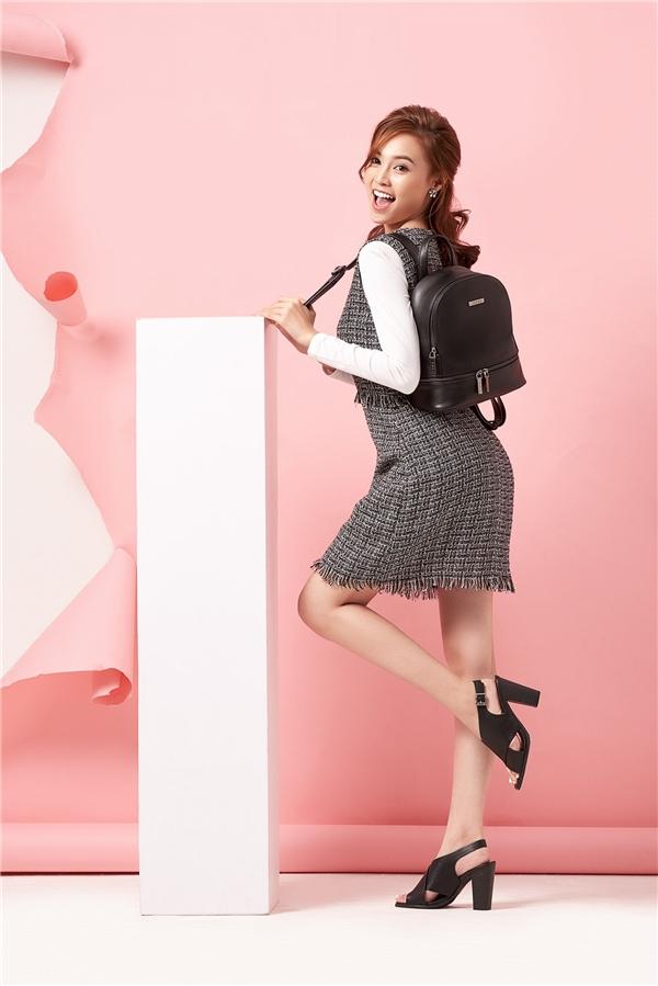 Theo nữ diễn viên, trong một bộ trang phục, túi xách đóng vai trò quan trọng không kém so với giày và trang sức. Nó giúp hoàn thiện vẻ ngoài của người phụ nữ và càng khiến họ chỉn chu hơn trong mắt người đối diện.