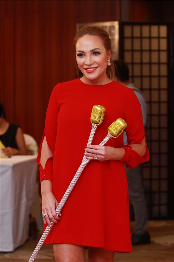 Thanh Hà diện váy đỏ rực sóng đôi với người tình kém tuổi - Tin sao Viet - Tin tuc sao Viet - Scandal sao Viet - Tin tuc cua Sao - Tin cua Sao