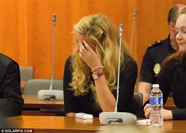 Vì ghen tuông mà giờ đây cô nàng phải ngồi tù trong 15 năm tới, những giọt nước mắt hối hận giờ dường như đã quá muộn màng.