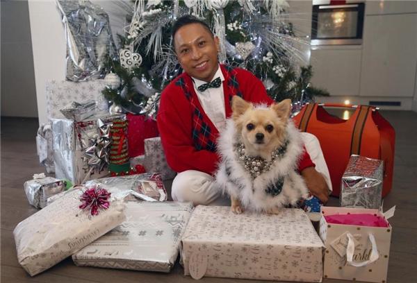 Nhận 135 triệu tiền quà, chú chó hạnh phúc nhất Noel năm nay là đây