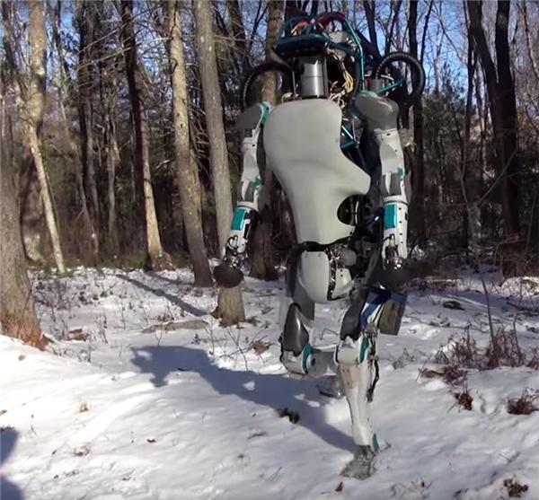 Những cảm biến môi trường được tích hợp dày đặc bên trong robot giúp nó có thể di chuyển trên nhiều địa hình phức tạp(Ảnh: internet)