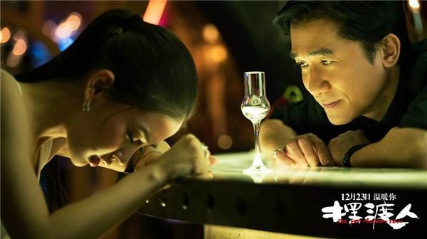 Người Lái Đò kể về mối quan hệ tình ái phức tạp giữa cô gái trẻ Tiểu Ngọc si tình thầm mến một họa sĩ đã lập gia đình.